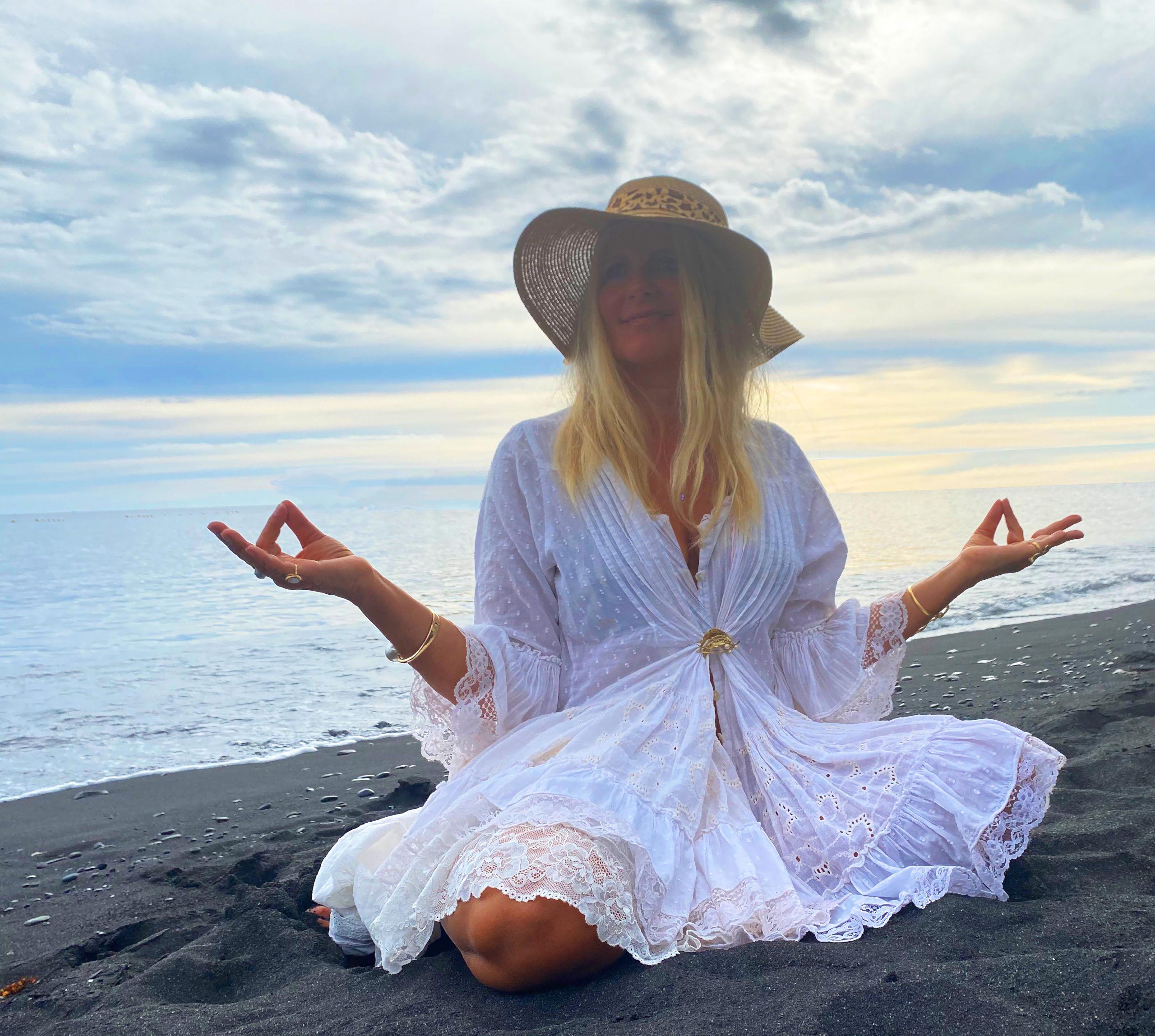 arooga Spiritualitaet - meditierende Frau