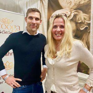 arooga auf Yoga World in Muenchen 17. - 19. Januar 2020 Gruenderin Barbara Luebbering-Steppeler und Mr Brokkoli Christian Wenzel