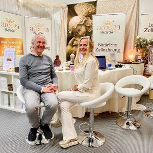 arooga auf Yoga World in Muenchen 17. - 19. Januar 2020 Gruenderin Barbara Luebbering-Steppeler und Grosshaendler Klaus Kopp