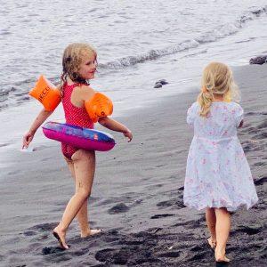 arooga Kinder - Kinder gehen am Strand